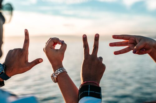 De l'amor lliure al poliamor: relacions del segle XXI